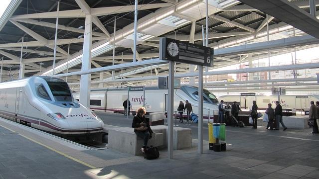 Estación de Valencia Joaquín Sorolla - Destino y Sabor