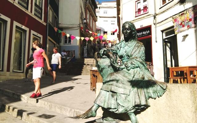 Callejuelas en cuesta de Coimbra - Destino y Sabor