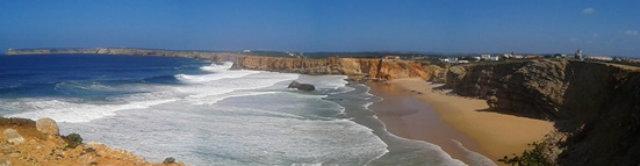 Playa de Tonel, en Sagres. Al fondo a la izquierda se cuenta el cabo de San Vicente - Destino y Sabor