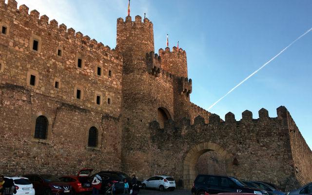 Entrada al Castillo de Sigüenza, actual Parador Nacional de Turismo - Destino y Sabor