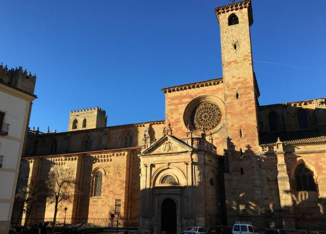 Puerta del Mercado de la Catedral de Sigüenza - Destino y Sabor