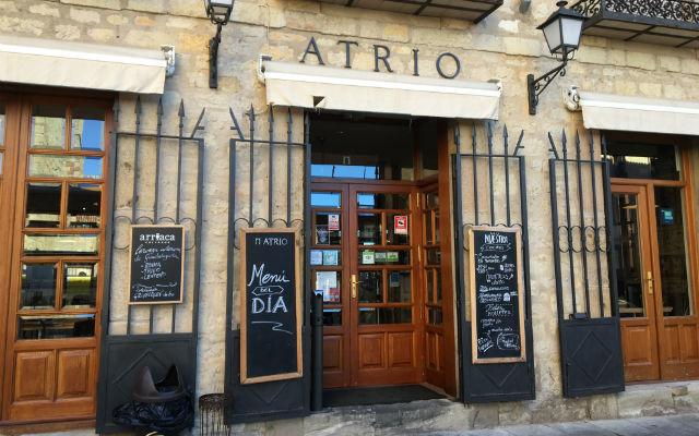 Fachada del bar restuarante Atrio de Sigüenza - Destino y Sabor