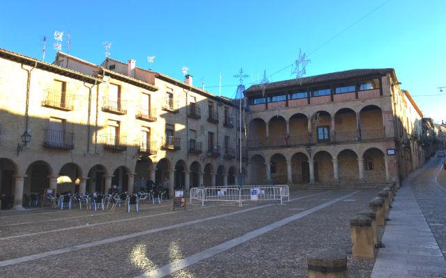 Plaza mayor de Sigüenza y Ayuntamiento - Destino Castilla y León
