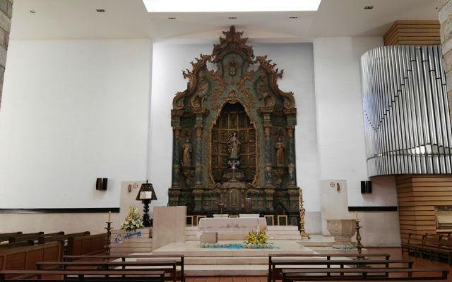 Interior de la Catedral de Aviero, salvo el retablo gótico, es todo moderno - Destino y Sabor