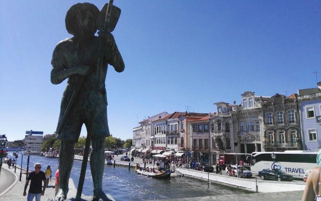Canal principal de Aveiro, considerado el centro de la Ciudad - Destino y Sabor