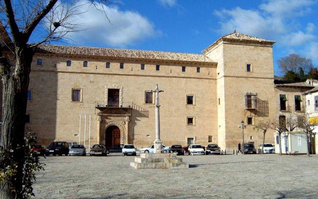 Fachada del Palacio Ducal de Pastrana - Destino y Sabor