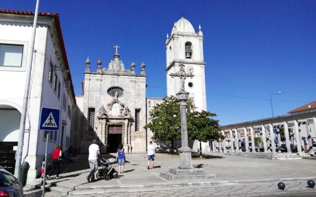 Fachada exterior de la Catedral de Aveiro - Destino y Sabor