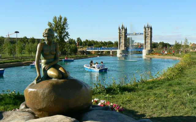 Lago y Sirenita de Copenage del Parque Europa - Imagen de Luchito
