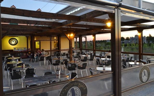 Terraza de un restaurante del Parque Europa - Destino y Sabor