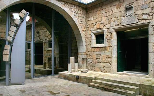 Patio interior de la Casa do Infante - Destino y Sabor
