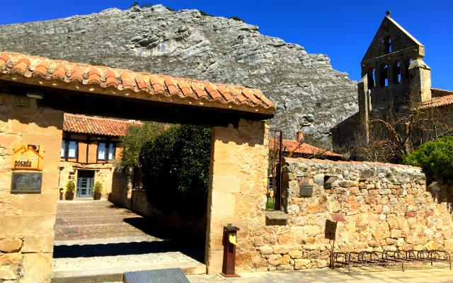Entrada a la Posada Real de Aguilar de Campoo - Destino y Sabor