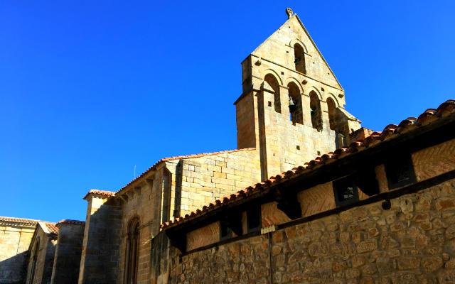 Espadaña del Monasterio de Santa María la Real - Destino y Sabor