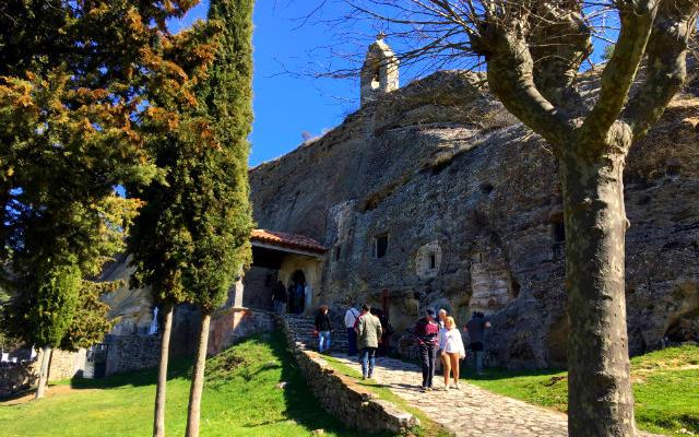 Iglesia rupestre de los Santos Justos y Pastor de Olleros de Pisuerga - Destino Castilla y León