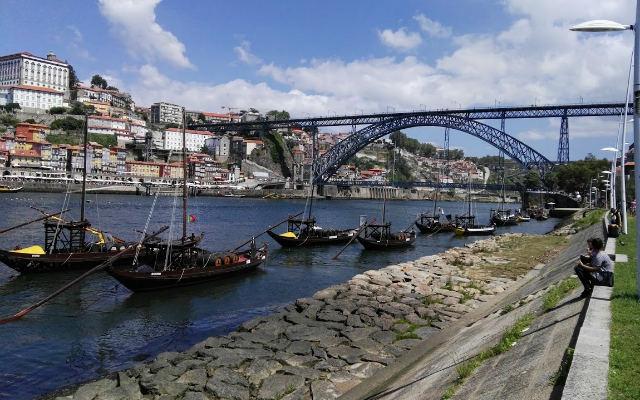 Puente de Don Luis I desde la Ribera de Vilanova do Gaia - Destino y Sabor