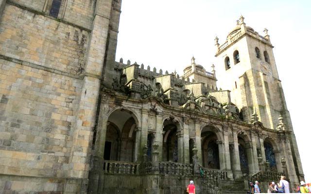 Fachada lateral de Oporto - Imagen de Guías Nomadas de Oporto
