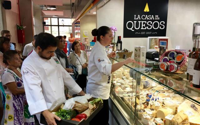 De compras por el mercado - Imagen de Asociación Gastronómica de Soria