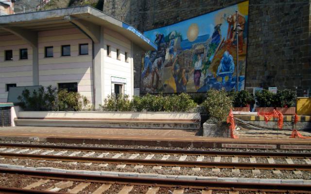 Apeadero de la estación de tren de Riomaggiore - Destino y Sabor