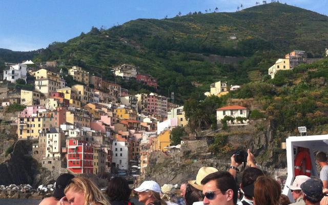 Llegada a Manerola por mar desde La Spezia - Destino y Sabor