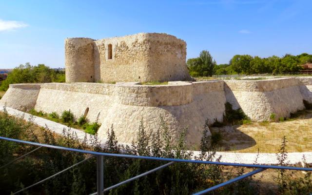 Castillo de la Alameda - Imagen de Disfrutando de Madrid