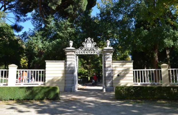 Entrada al parque del Capricho - Imagen de MNemosine