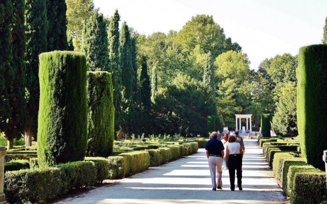 Paseo en el Parque del Capricho - Destino y Sabor