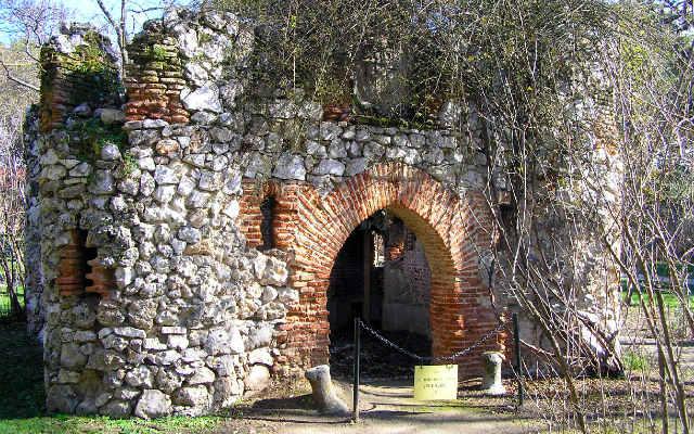 Ruinta de la casa del artillero- Imagen de Nmemosine