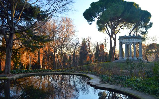 Templete de Baco en el Parque del Capricho - Destino y Sabor