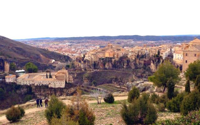 Panorámica de Cuenca desde un mirador - Destino y Sabor