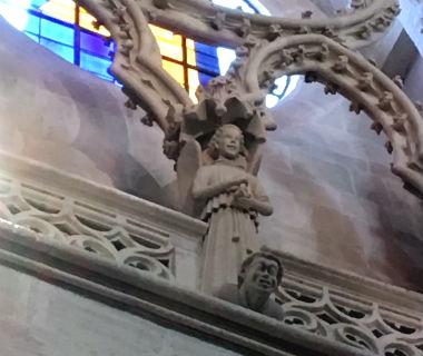 Angel riendo en el triforio - Destino y Sabor