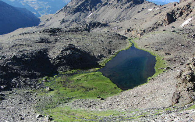 Laguna larga - Imagen de Caminando por Sierras de Granada