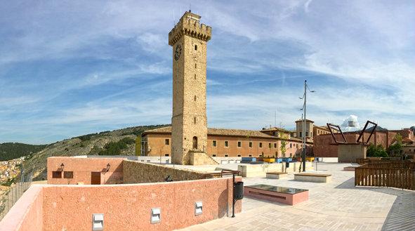 Torre mangana y plaza - Imagen del Hotel Plaza Cuenca