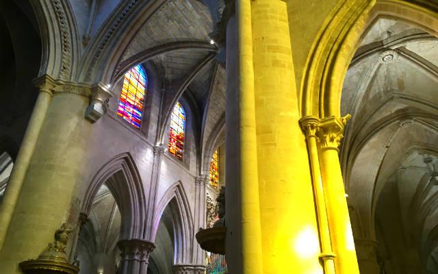 Vidrieras abstactas de la Catedral de Cuenca - Destino y Sabor