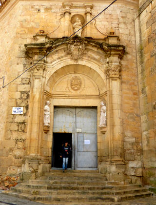 Puerta Puerta de la Iglesia de San Pedro - Destino y Saborla Iglesia de San José - Destino y Sabor
