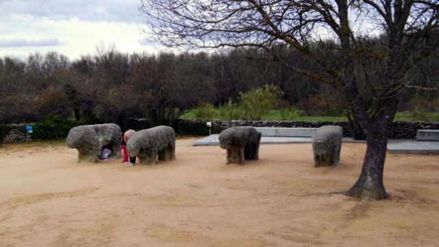 Los Toros de Guisando en la actualidad - Imagen de Destino Castilla y Léon