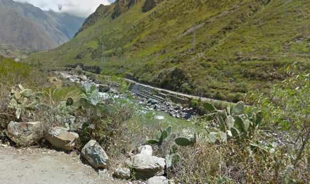 El primer día vamos casi en paralelo a la línea férrea del Expresso Machu Picchu - Destino y Sabor