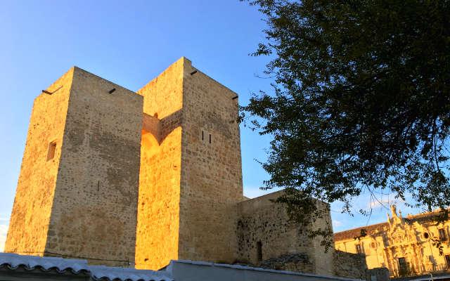 Torres del castillo viejo de Uclés - Destino y Sabor