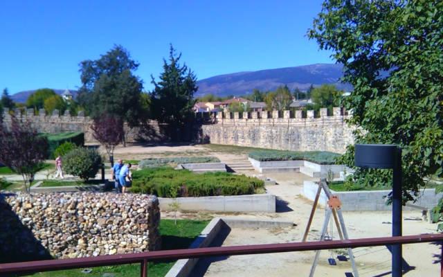 Parque infantil y jardines en la esquina norte de Buitrago - Destino y Sabor