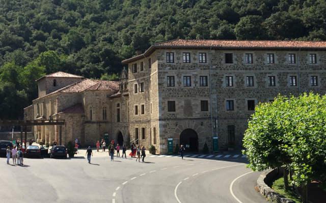 Llegada al monasterio de Santo Toribio de Liébana - Destino y Sabor