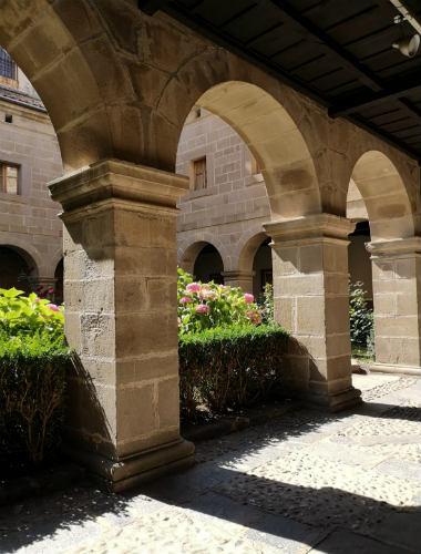 Claustro visitable del monasterio - Destino y Sabor