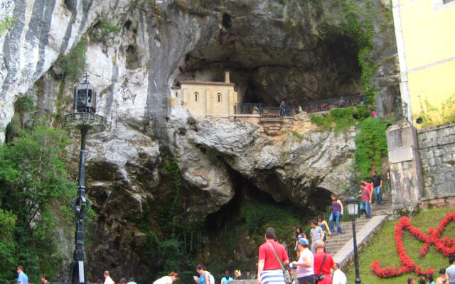 La Cueva Santa de Covadonga - Destino y Sabor