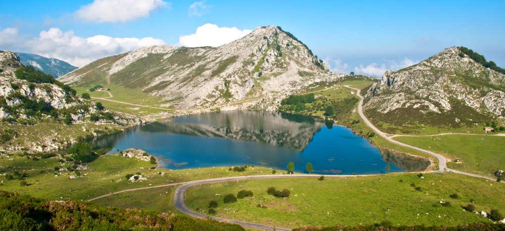 Subida A Los Lagos De Enol En Covadonga Destino Y Sabor