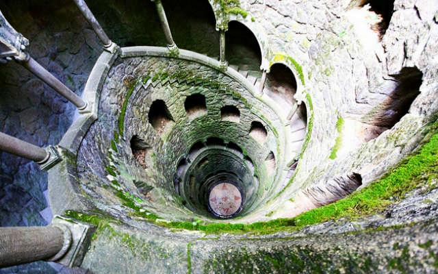 Galería de la 'Torre invertida' del Quinta da Regaleira - Imagen de 101 Lugares Increibles