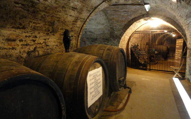 Barricas de roble para elaborar vinos gran reserva
