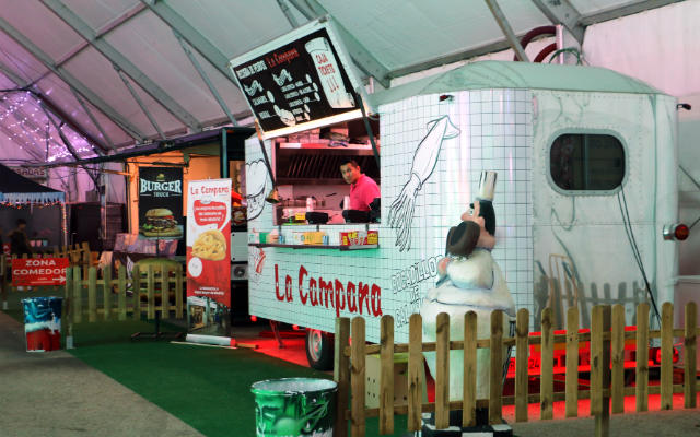 Food trucks en la carpa principal - Destino y Sabor