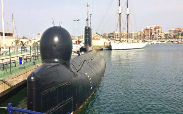 Submarino Delfin, un museo flotante en el puerto de Torrevieja y barco de la Sal - Destino y Sabor