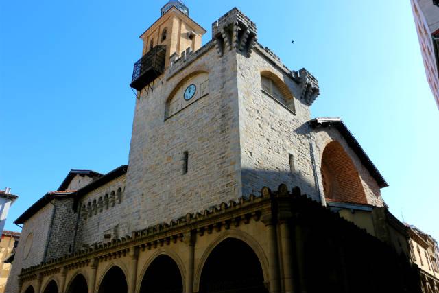 Torre campanario y cuerpo defensivo de la Iglesia de San Nicolás - Destino y Sabor