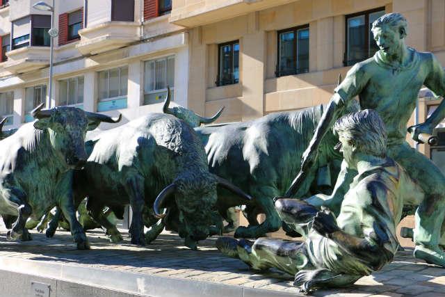 Monumento a los Sanfermines - Destino y Sabor