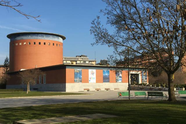 Planetario de Pamplona en el Parque Yamaguchi - Destino y Sabor
