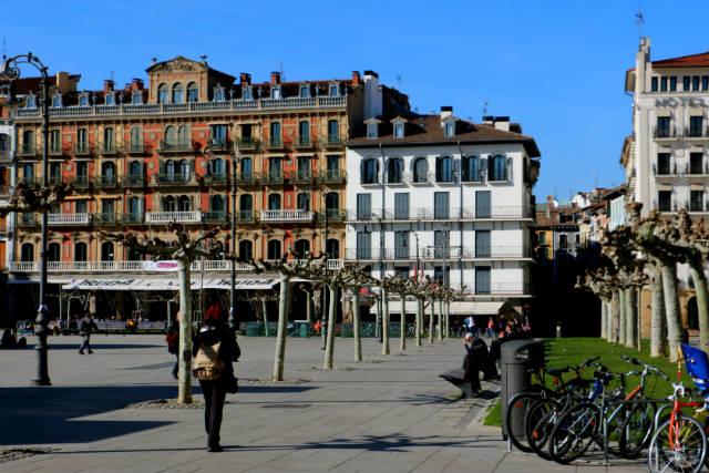 Plaza del Castillo de Pamplona - Destino y Sabor