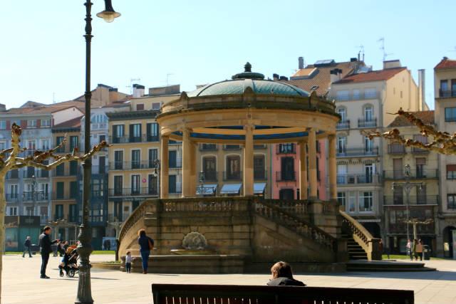 Templete de la Plaza del Castillo - Destino y Sabor
